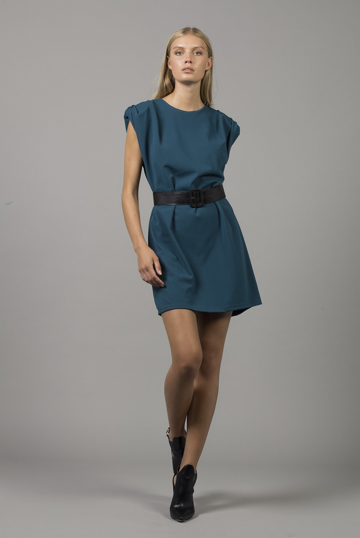 Φόρεμα αμάνικο με βάτες