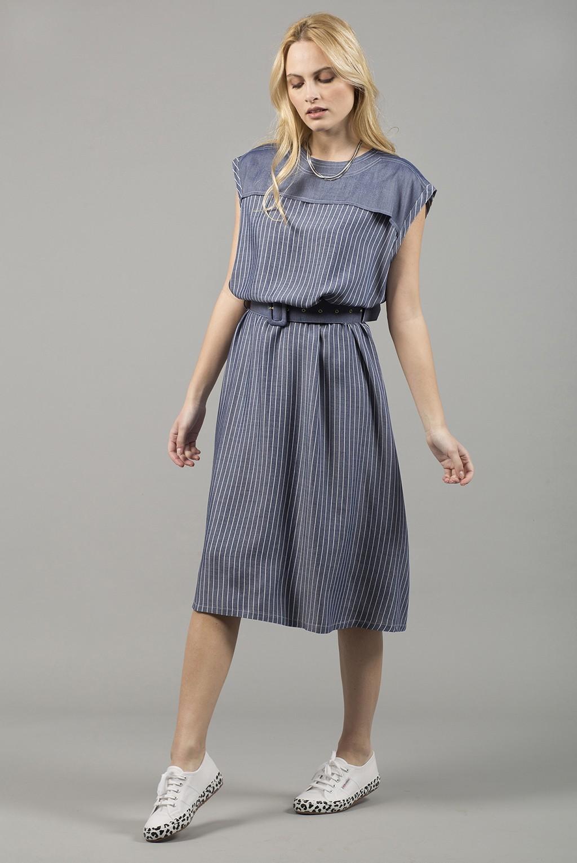 Φόρεμα μίντι τζην ριγέ με ζώνη